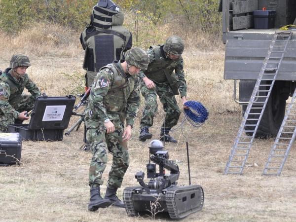 """68-ма бригада """"Специални сили"""" - Пловдив тренира на полигона край"""