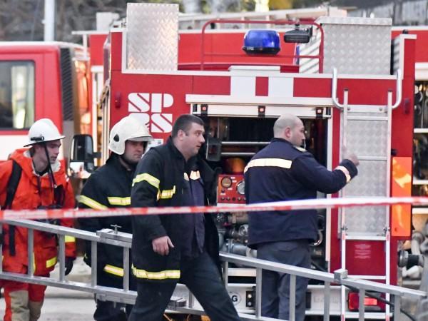 Снимка: Голям пожар избухна в училище в Пловдив