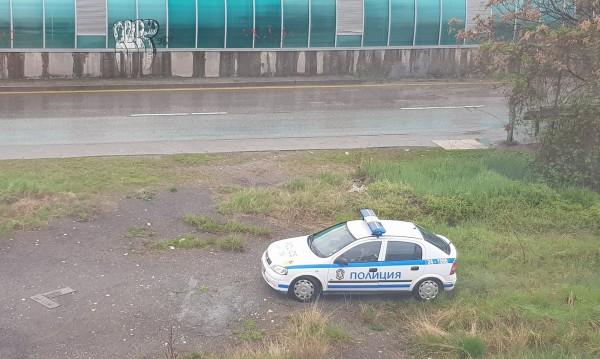 """Патрулка в зелени площи... чака """"недобросъвестните"""" шофьори"""