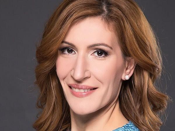 Снимка: Ангелкова доволна: Приходите от туризъм с ръст от 4,8%