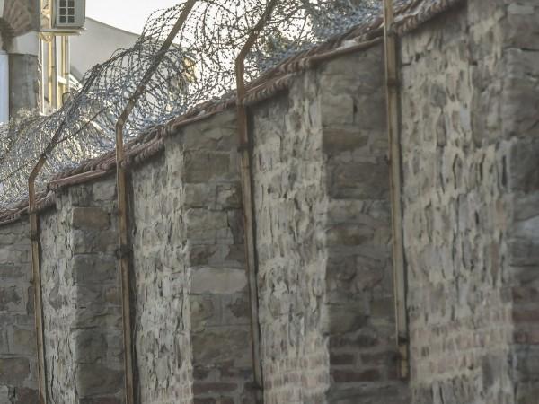 Снимка: Затворник си удължи отпуска, но го задържаха