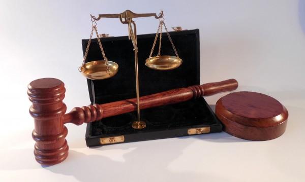 12-годишно момиче съди баща си за 150 000 лева