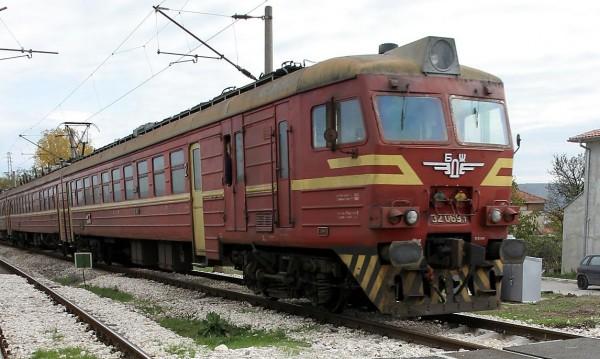 Влак прегази 72-годишна жена, почина на място
