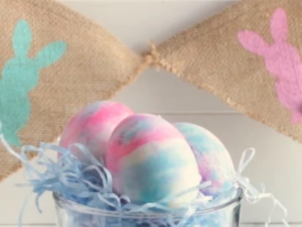Снимка: Как да си боядисаме яйцата с пяна за бръснене?