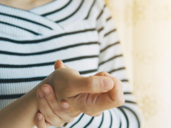Треперенето на ръцете може да се случи по много причини