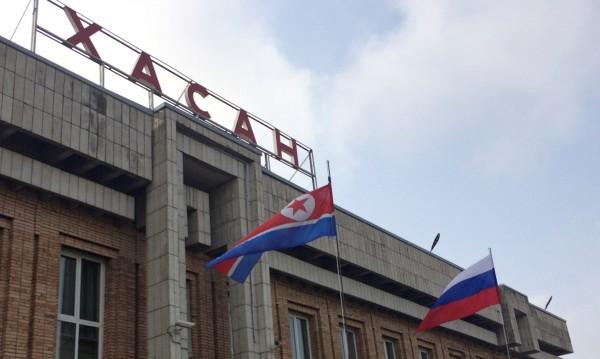 Посрещнаха Ким Чен Ун на руската граница с хляб и сол и цветя