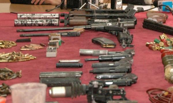 Автомат, пушки, гранати... Арестуваха ловчанлия с богат арсенал