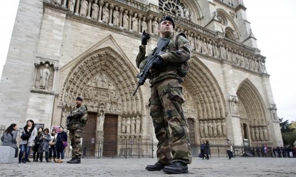 Професор: Нотр Дам бе изгорена! Ислямът и католицизмът са във война