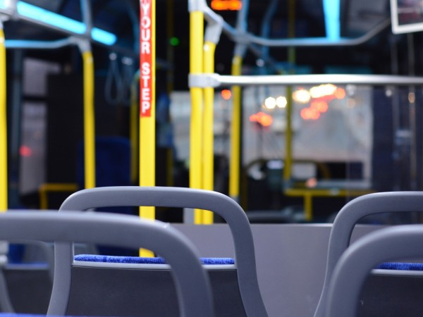 81-годишен мъж беше блъснат на пешеходна пътека от автобус от