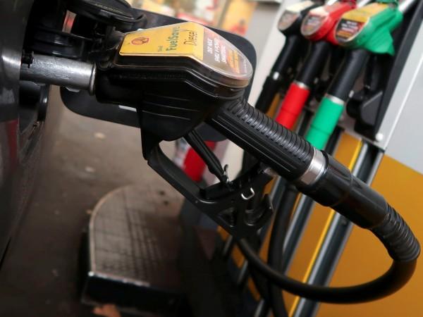 Традиционно преди празниците цените на горивата отново скочиха. Поскъпването на