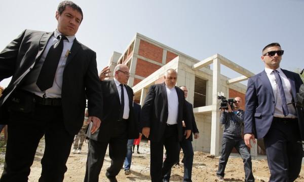 Дават 7.5 млн. на УНСС, но въпросите остават. Борисов: Паметник не ми се иска!
