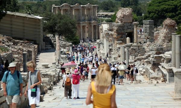 Туристите в Турция стават все повече, но харчат по-малко