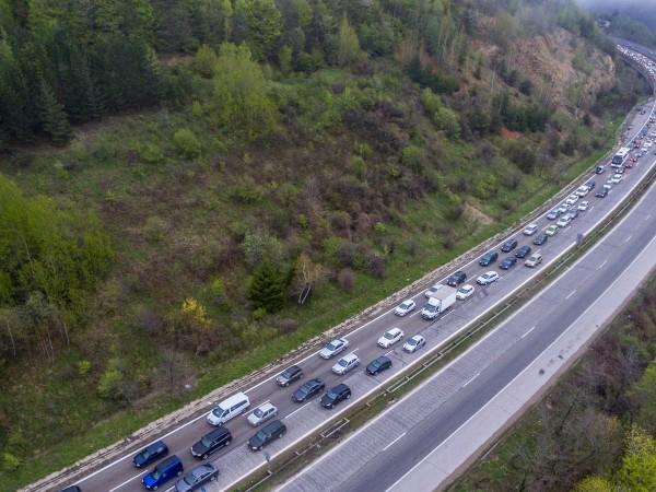 """Камион аварира на магистрала """"Хемус"""".Още по тематаЗадръстване още от сутринта"""