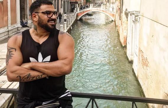 Азис пак на път, този път до Венеция