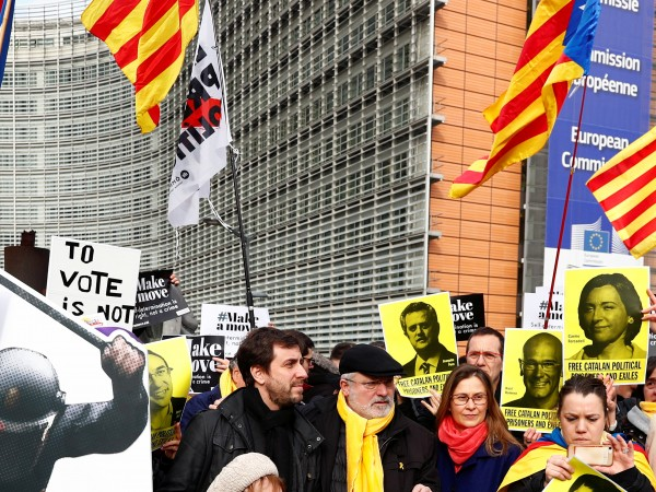 Петима каталунски сепаратистки лидери, задържани и съдени в Мадрид за