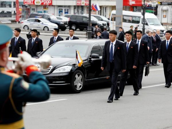 Бронираните лимузини на Ким Чен Ун се оказаха поредният интересен