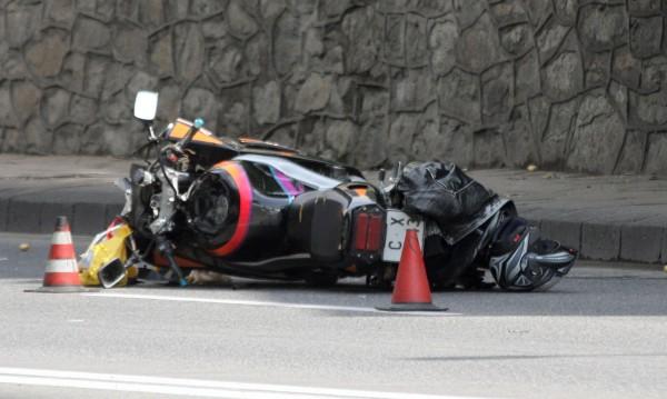 Кола удари мотор, управляван от деца. 12-годишен пострада