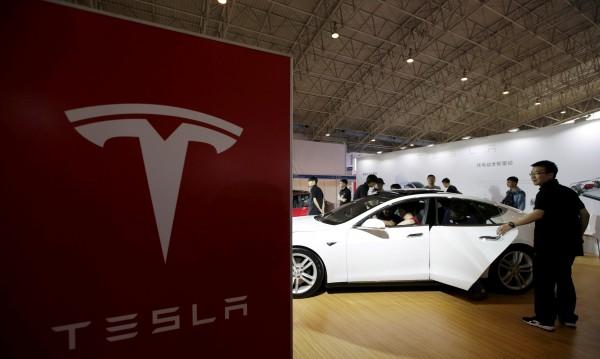 Семейство съди Tesla заради автопилота, убил баща на две деца