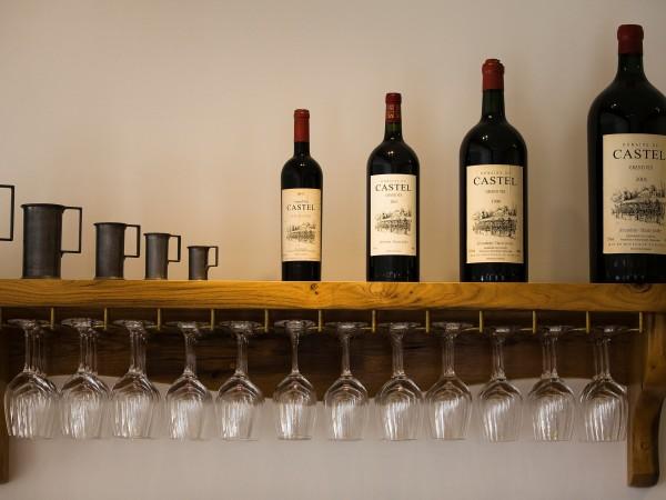 Kазваме на Митницата къде държим колекцията си от скъпи вина.