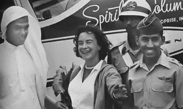 """""""Летящата домакиня"""" – жената, която обиколи света в самолет"""