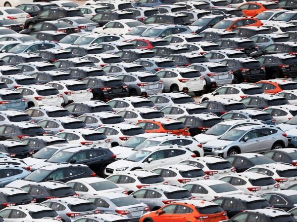 Хиляди автомобили, слезли от конвейера, така и не се купуват.