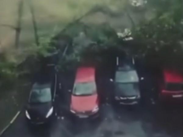 12 души пострадаха след силната буря, която се разрази над
