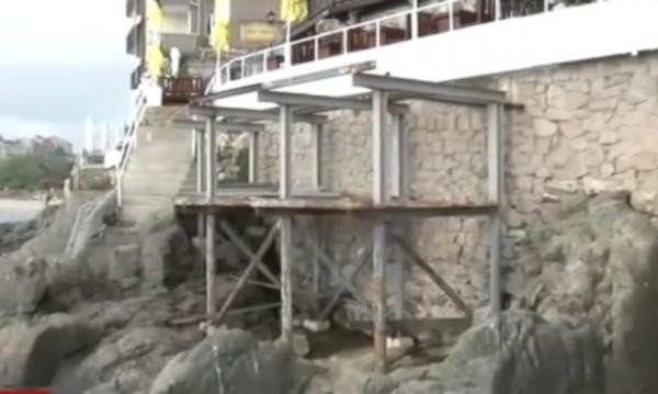 В Созопол протестират: Незаконен строеж никне в Стария град