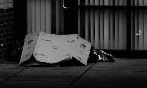 Бездомник си устрои пир в ресторант, подслониха го в... затвора