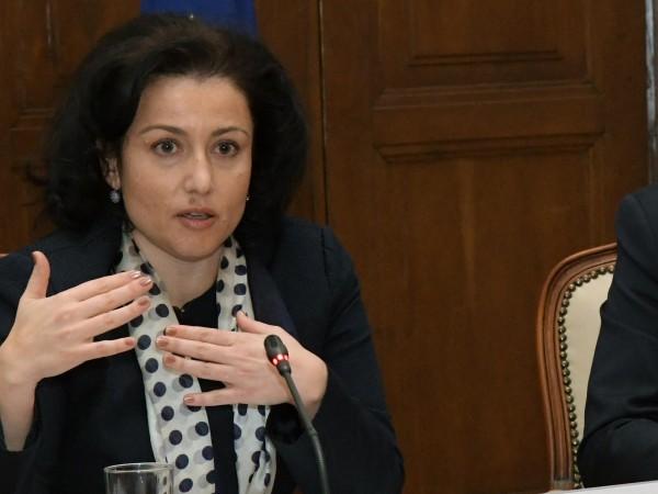 Без дебат и набързо депутатите освободиха земеделския министър Румен Порожанов.