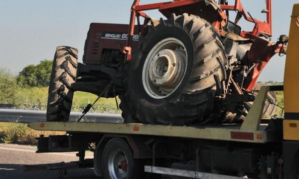 Пиян тракторист катастрофира в добричко село