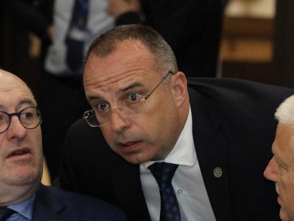 Оставката на земеделския министър Румен Порожанов предизвика редица дискусии с