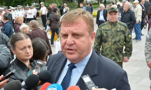Каракачанов: България  с цел - да превоъръжава авиацията си!