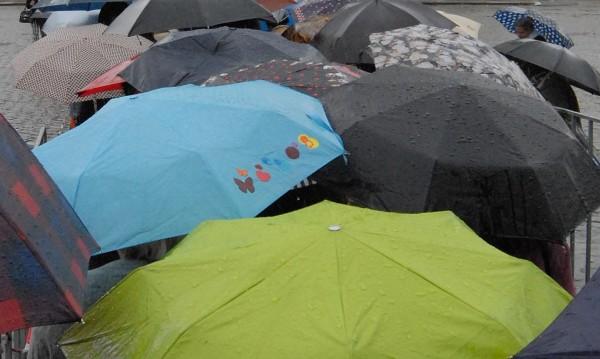 И днес ще вали, не забравяйте чадърите