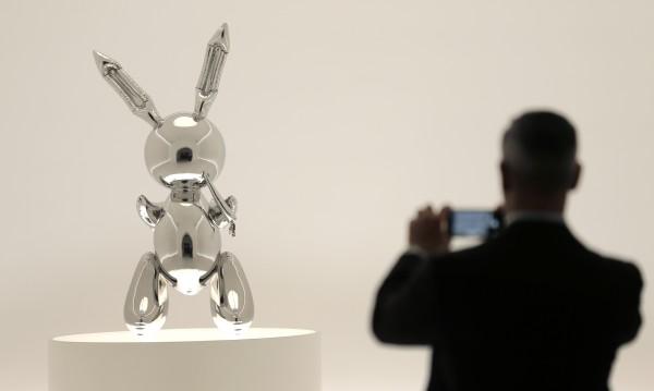 """Рекорд за жив творец: $91,1 млн. за скулптурата """"Заек"""" на Джеф Кунс"""