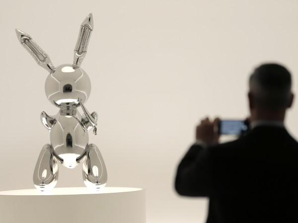 """Скулптурата """"Заек"""" на американския художник Джеф Кунс беше продадена на"""