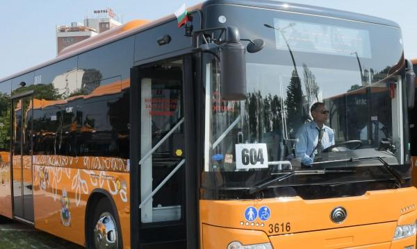 Кола и автобус на столичния градски транспорт се удариха