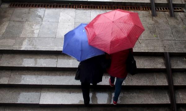 Разкъсана облачност и краткотрайни превалявания утре