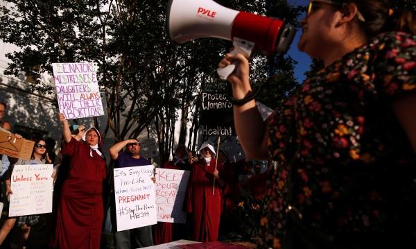 Жените от Алабама излязоха на протест за правото си на аборт