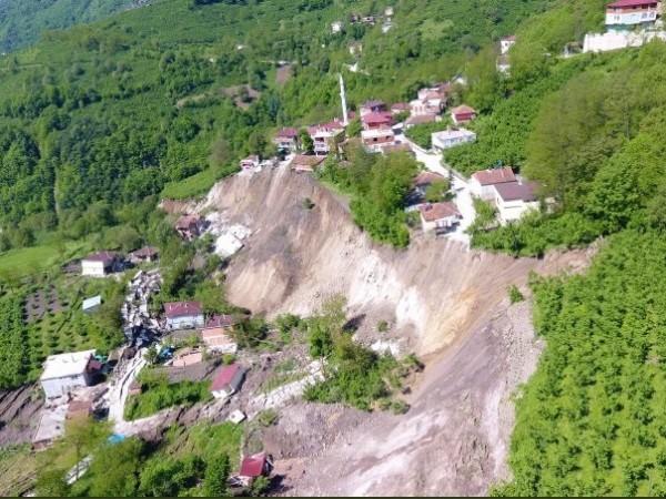 Свлачище унищожи 53 сгради и една джамия в черноморската провинция