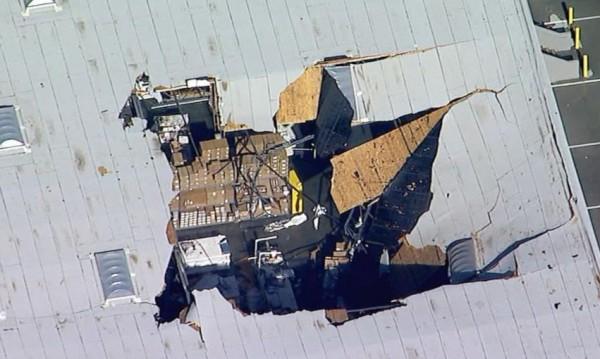 Изтребител F-16 се вряза в сграда в Калифорния