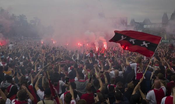 Еуфория в Амстердам! Над 100 000 празнуваха титла на Аякс
