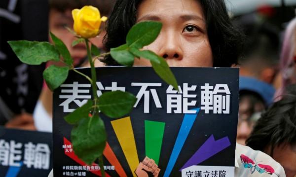 В Тайван първи в Азия узакониха еднополовите бракове