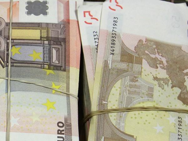 Великотърновската полиция разследва джебчийска кражба на 1000 евро и лични