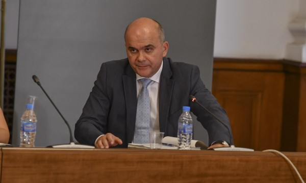 Петков: Стратегия за детето няма, ще се води дебат!