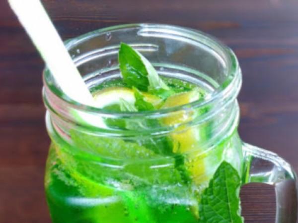 Необходими продукти: 2 връзки прясна мента(около 200 гр.) 2 лимона