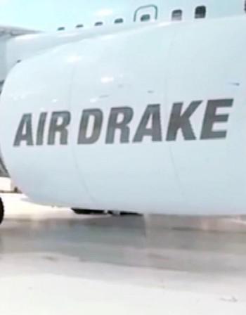 Дрейк си купи самолет, обзаведе го по свой вкус