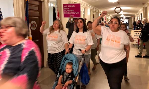 И в щата Мисури одобриха закон, ограничаващ абортите