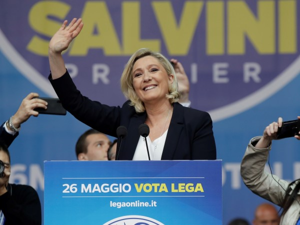 """Водачката на френската крайнодясна партия """"Национален сбор"""" Марин Льо Пен"""