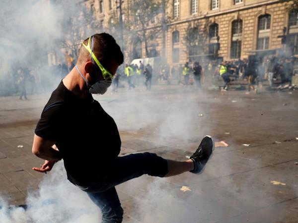 """Френските """"жълти жилетки"""" излязоха днес за пореден - 27-и път,"""