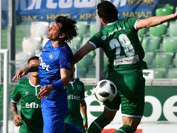 Лудогорец и Левски завършиха наравно 1:1 в двубой от плейофите